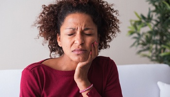 person with a severe toothache who needs root canal therapy in Los Angeles